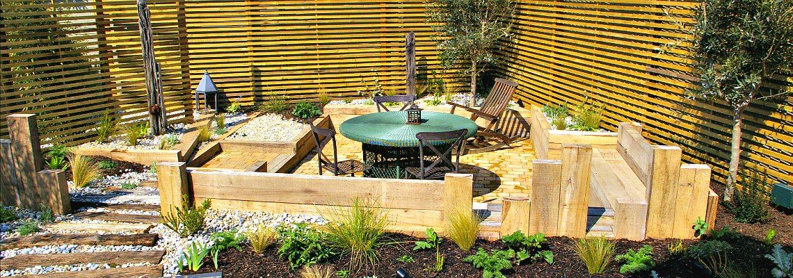 Coastal style garden seating area